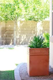 How To Make Planters by Remodelaholic How To Make A Tall Concrete Planter