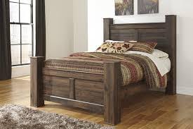 king poster bedroom set quinden king poster bed b246 61 66 68 99 complete beds