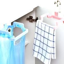 serviette cuisine armoires a serviettes serviettes en cuisine rack armoires a