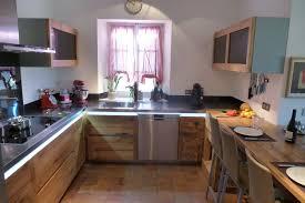 cuisine contemporaine cuisine en vieux chêne réalisé dans le luberon avec plan de travail