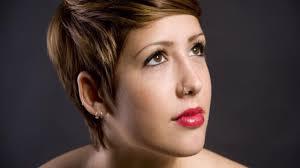 comment choisir sa coupe de cheveux femme comment réaliser une coupe de cheveux courte et féminine