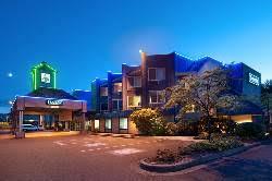 parksville hotels travelodge parksville visitparksvillequalicumbeach resorts