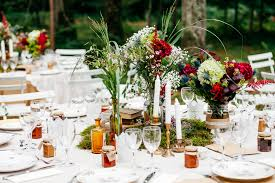 bougeoir mariage diner mariage en forêt assiettes dépareillées pot de confiture