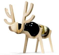 creative wooden wine racks add animal theme to party table decor