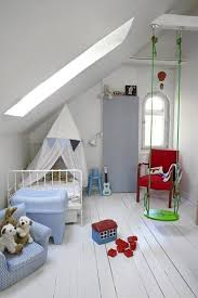schaukel kinderzimmer kinderzimmer mit dachschräge und schaukel in grün freshouse