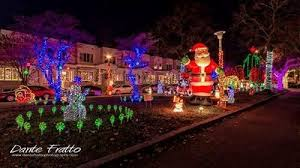 Christmas Decorations Street Lights by Six Residential Streets With Amazing Christmas Lights