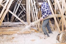 blown in insulation vs fiberglass insulation