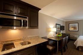 Kitchen Cabinets Hamilton Ontario Family Suite Non Smoking Visitors Inn Hotel In Hamilton Ontario