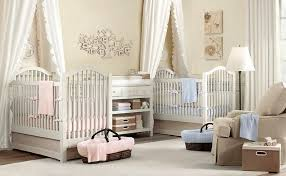chambre de bébé jumeaux chambre bébé blanche décorée de couleurs 50 idées bébés