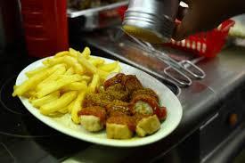spécialité cuisine la currywurst devient une spécialité culinaire à berlin cuisine