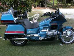 blue gold wing using our electric blue candy motorcycle paint