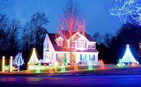 christmas light show involves 55 000 bulb display synchronized to