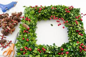 how to make a wreath using boxwood christmas wreath pinning