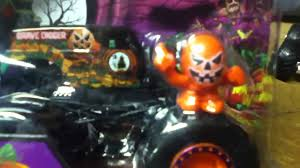 grave digger 30th anniversary monster truck toy wheels monster jam halloween grave digger review youtube