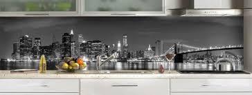 credence cuisine verre la crédence en verre adopte le style urbain dans la cuisine déco