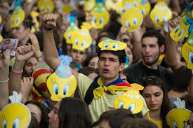 catalans queue up ahead of independence referendum banned by