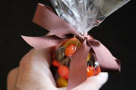 thanksgiving cornucopia treats diy thanksgiving place cards easy cornucopias darice