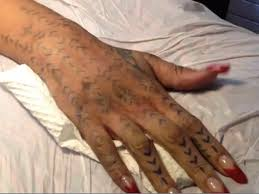rihanna gets new traditional maori tattoo jestina george