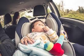 siege auto comment l installer comment soutenir la tête de bébé dans le siège auto lesfurets com