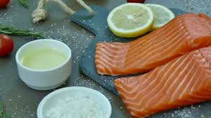 cuisiner un filet de saumon filet saumon cru frais ingrédients pour cuisine vidéo footageshot