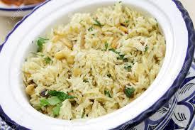 riz cuisiné un bol plein de riz épicé marocain cuisiné avec des épices les noix