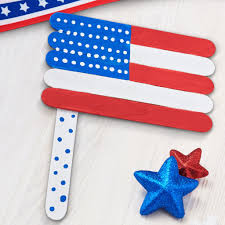 help the little ones make these patriotic kids club craft stick