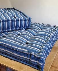 cuscini a materasso materassi con fodera colorata a giorno uso divano artigianali su