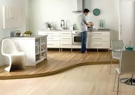 laminat in der küche bodenbelag für küche 6 ideen für unterschiedliche materialien
