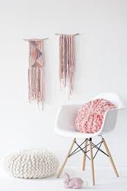 Pink Round Cushion Diy Tutorial For A Chunky Knitted Round Pillow With Short Rows
