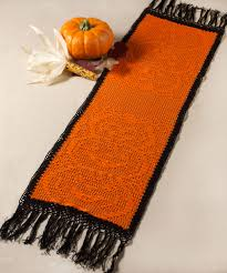 stacked pumpkin table runner free halloween crochet pattern from