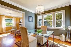 tavoli di cristallo sala da pranzo tavolo da pranzo con la cima di vetro e due sedie eleganti