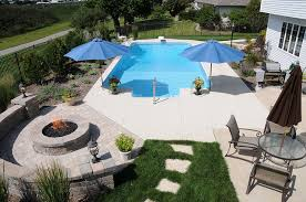 Patio That Turns Into Pool Pool And Fire Pit Retaining Walls Bricks And Spa