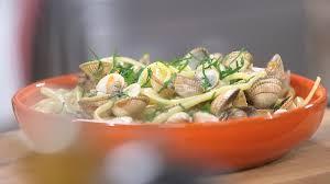 cuisiner des coques ma recette de linguine aux coques laurent mariotte