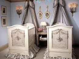 chambre bebe original le ciel de lit bébé protège le bébé en décorant sa chambre shabby