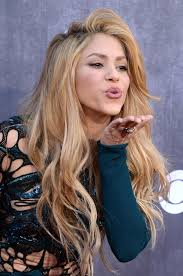 coloured hair for 2015 grand shakira s hair has us flabbergasted