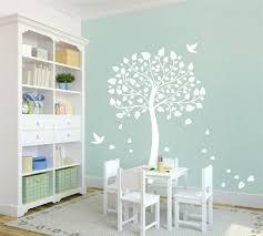 chambre dans un arbre stickers arbre dans la chambre bébé et enfant en 28 idées