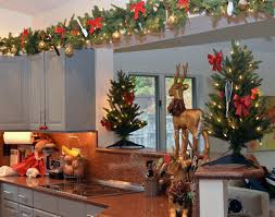 How To Decorate Above Cabinets by How To Decorate Top Of Kitchen Cabinets For Christmas Christmas2017