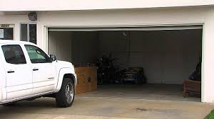 hilarious hoa stories hoa threatens to fine homeowners 200 for closing their garage d