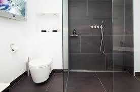 moderne badezimmer fliesen grau badezimmer fliesen grau wei edgetags info