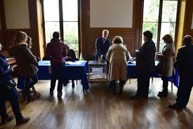 assesseurs bureau de vote bureaux de vote le défi des maires pour recruter des assesseurs