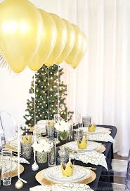 New Years Eve Decorations Pinterest by Holiday Table Setting With Balloons Centerpiece Dinner Party