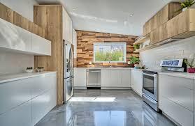 cuisine 2 couleurs cuisine aux portes d armoires deux couleurs véronique cimon