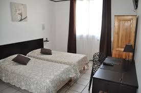 chambre 2 lits chambres de 1 à 4 personnes hôtel 2 avignon chambre à lits