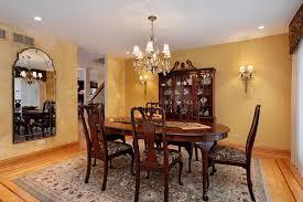 pareti sala da pranzo sala da pranzo con le pareti dell oro immagine stock immagine di