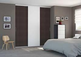 placard chambre adulte portes de placard coulissantes pour une chambre d adulte sobre et