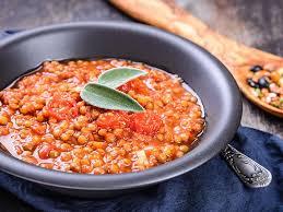 cuisine lentilles vertes potée de lentilles vertes à la sauce tomate une recette soscuisine