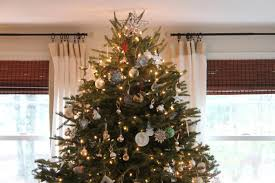 white and silver shimmer christmas tree decorating ideas