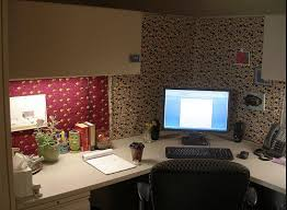 How To Decorate A Desk 25 Best Office Cubicle Design Ideas On Pinterest Decorating