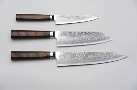 forged japanese kitchen knives r4 damascus 3 set produced by kirin hamono featuring 69