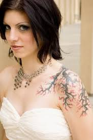 amazing tree on shoulder tattoomagz